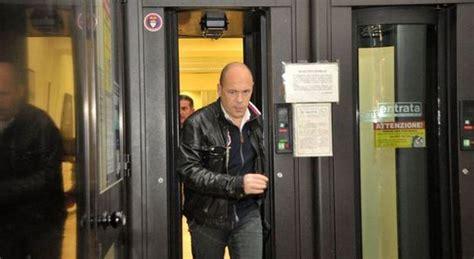 orario banca mps rapina alla mps di corso italia a viterbo terrore fra gli