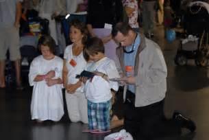imagenes de la familia rezando anjos arcanjos
