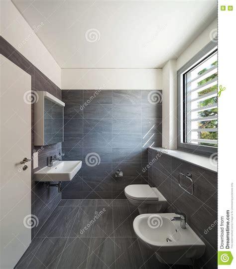 Interno Di Una Casa by Interno Di Una Casa Moderna Bagno Grigio Fotografia Stock