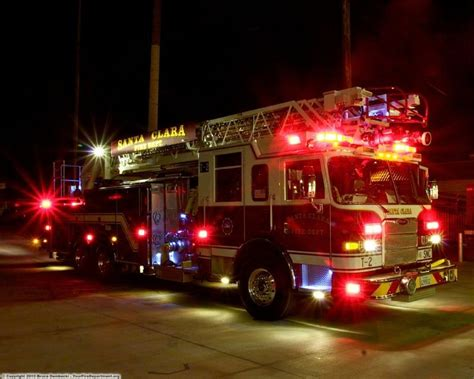fire truck lights and sirens fire engines photos santa clara ladder truck 2