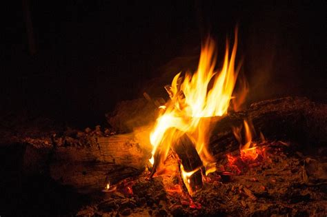 campfire lighting  photo  pixabay