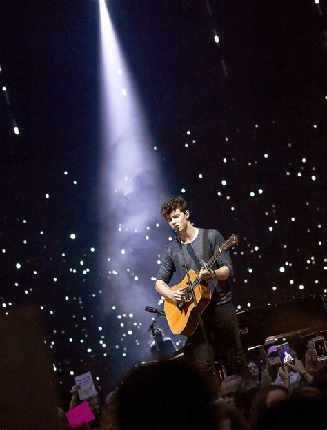 shawn mendes photos photos shawn mendes performs in