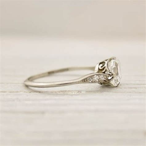 vintage ring simple and pretty oh my gooness it