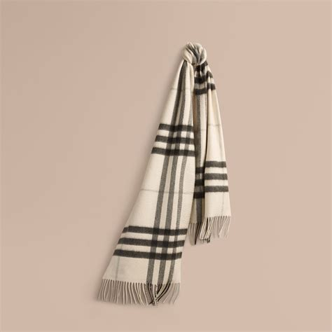 Tas Burberry Ribbon Set 2 In 1 Gold Series Jj 4725 1 the classic scarf in check in white burberry