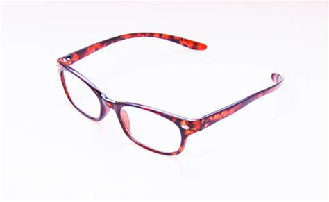 reading glasses designed to hang around you neck