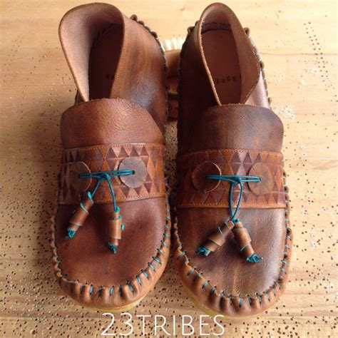 Handmade Indian Moccasins - 25 best ideas about moccasins on boots