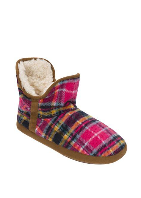pink dearfoam slippers dearfoams s pink plaid faux fur bootie slipper
