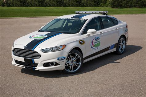 ford fusion pace car  drive   track    driveway   lucky fan wvideo