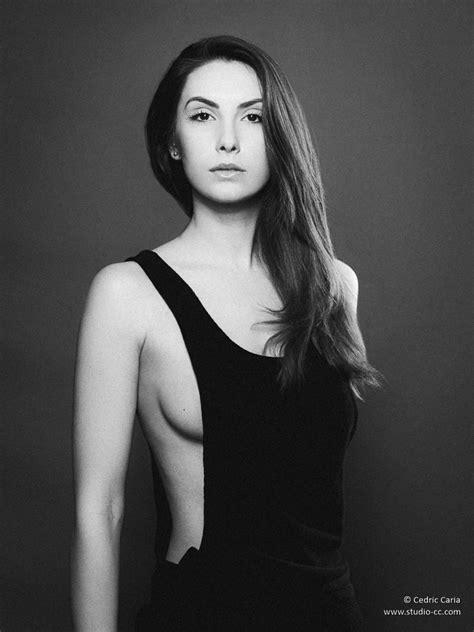photo of photos de mode et portraits en noir et blanc
