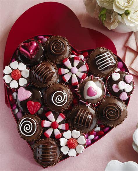 best valentines day chocolates valentine s day cupcakes dessertedplanet