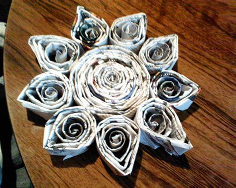 confeccion de flores de papel pediodico all sizes flor hecha de papel de periodico flickr