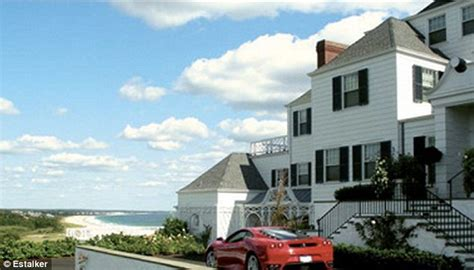 buy house in ri taylor swift 23 moves into 17m beachfront rhode island mansion with the help of her