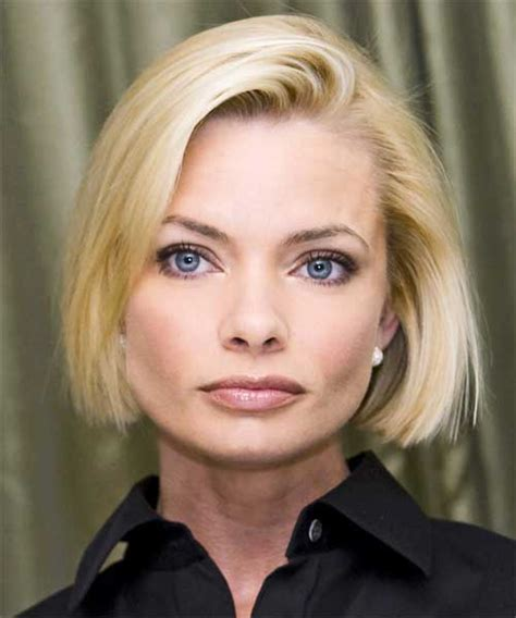 jaime pressly s chic short bob with the sides tucked back jamie presley haircuts hairstylegalleries com
