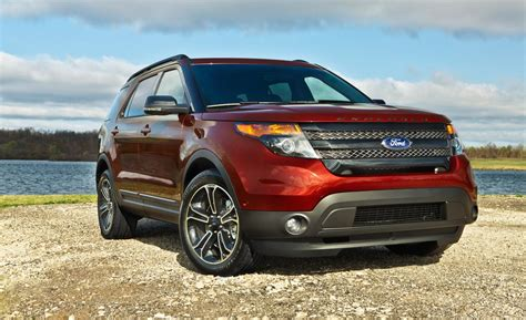 Ford 2015 Explorer by Car And Driver