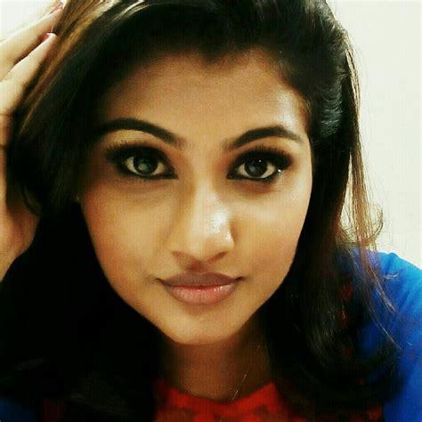 swapna sanchari film actress name alina padikkal is playing the role of nayana in bharya tv