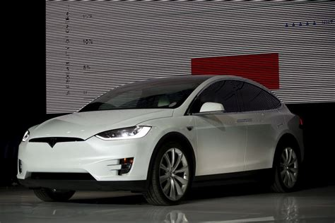 Tesla News Model X 2017 Tesla Model X Release Date Pictures Redesign And Specs
