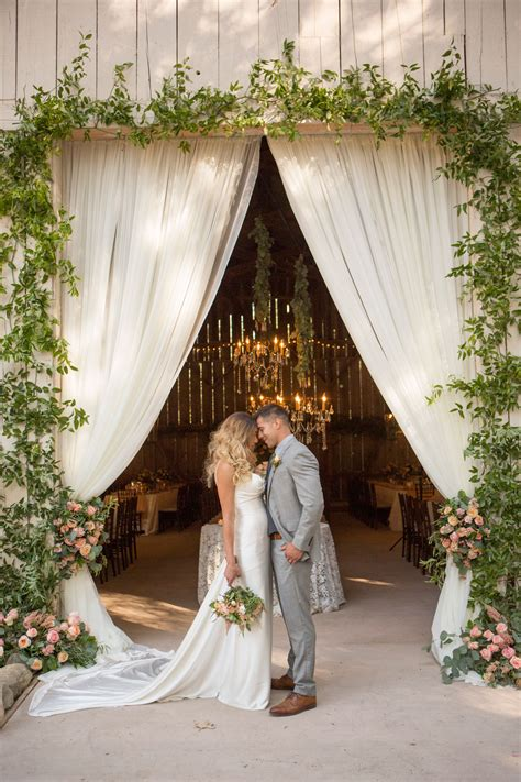 Wedding Arch Entrance by 9 Beautiful Wedding Archway Designs For Entrances And