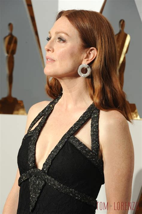 Country Style Home by Oscars 2016 Julianne Moore In Chanel Couture Tom Lorenzo