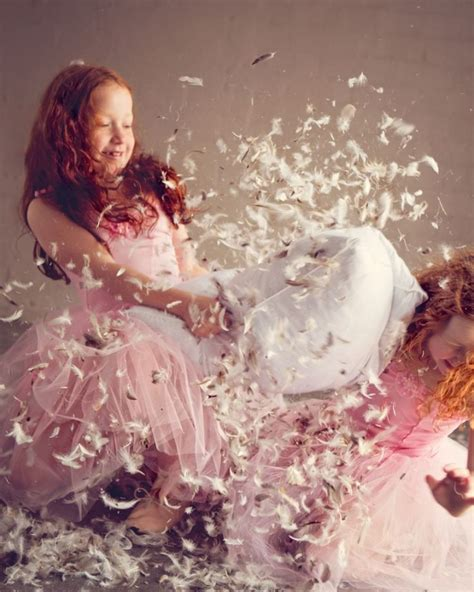 Feather Pillow Fight 17 best images about pillow fight yast莖k sava蝓莖 on