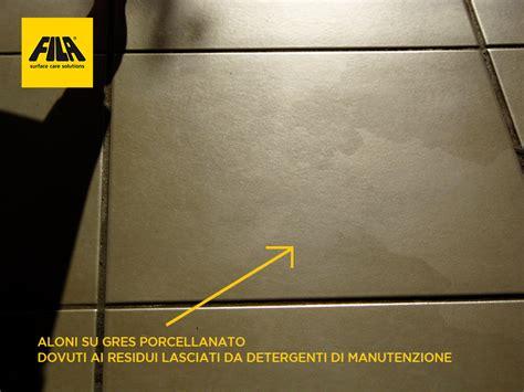 pavimenti neri lucidi come eliminare aloni e impronte dal gres porcellanato
