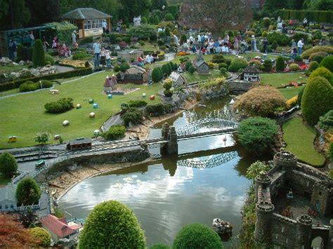bekonscot model village 169 ray stanton geograph britain