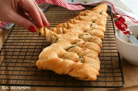 pillsbury crescent roll christmas tree spinach best 25 stuffed crescent rolls ideas on chicken crescent rolls pizza crescent roll