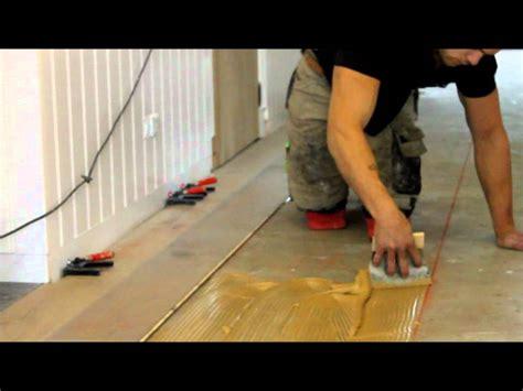youtube laminaat plaatsen houten vloeren lijmen houten vloer leggen youtube