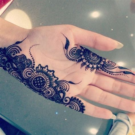 stylish light mehndi designs for girls and ladies latest