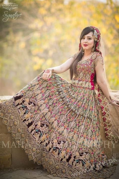 Color Trend 2017 by Stylish Pakistani Dresses For Wedding 2017
