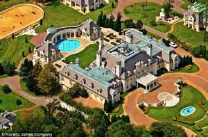Houses With Big Garages by America S Largest Available Mansion That Has Guitar