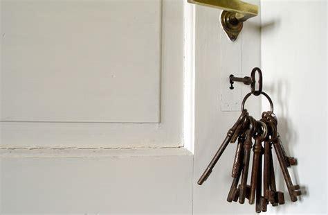 car keys stolen from house insurance burglars taking advantage of hidden house keys