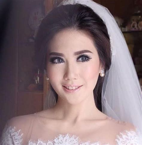 Make Up Artist Bubah Alfian gaya make up andalan para make up artist ternama