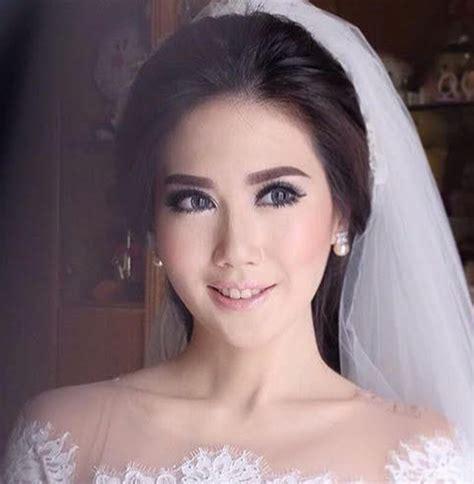 Make Up Bubah Alfian gaya make up andalan para make up artist ternama