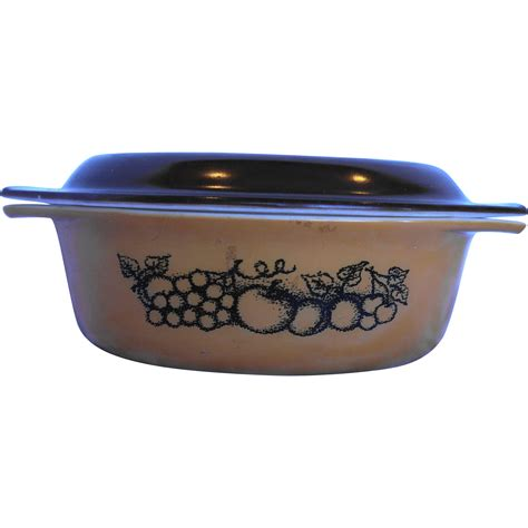 Pyrex Oval Dish 1 2 L pyrex orchard oval casserole with lid 1 1 2 qt brown