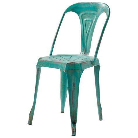 chaise en métal chaise indus en m 233 tal verte multipl s maisons du monde