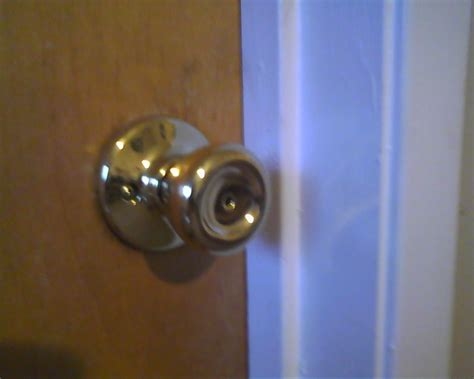 Replacing Door Knobs With New Ones the key to do it yourself locksmithing how to