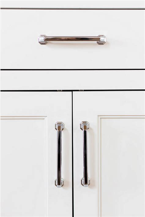 20 ideas on how to design a transitional white kitchen - Transitional Kitchen Cabinet Hardware