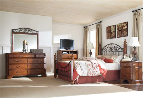 wyatt bedroom set wyatt poster bedroom set marjen of chicago chicago