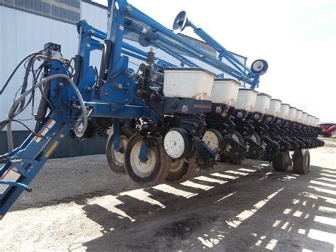 wisconsin ag connection kinze 3700 row crop planters for