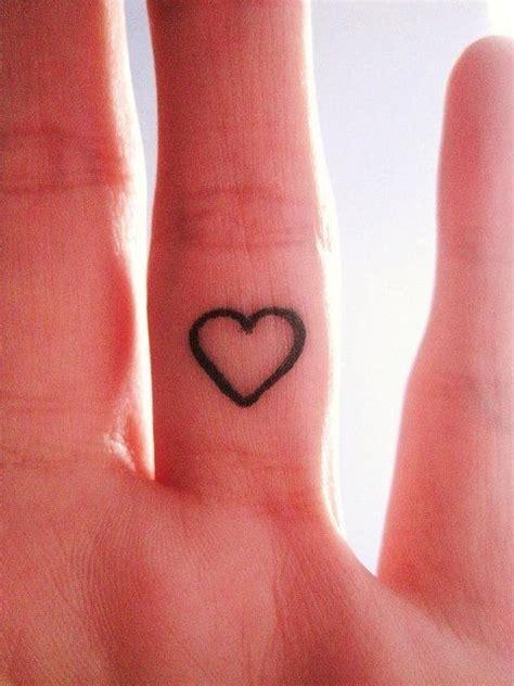 doc tattoo quebec les 25 meilleures id 233 es concernant tatouages coeur au
