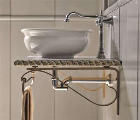 nel bagno lavabo tradizionale nel bagno rustico