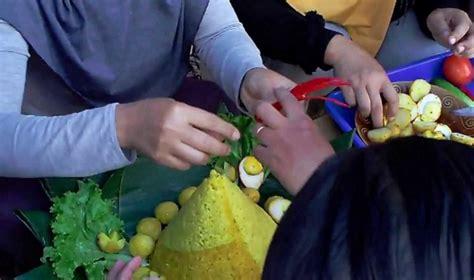 alat membuat nasi kuning cara membuat hiasan tumpeng nasi kuning sendiri