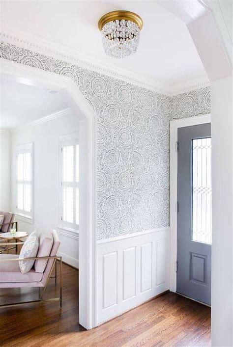 Wallpaper Wainscoting Ideas by Best 25 Foyer Wallpaper Ideas On Foyer