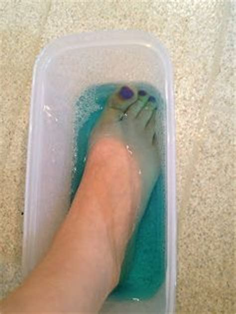 Foot Fungus Detox by Diy Detox Foot Soaks With Listerine And Epsom