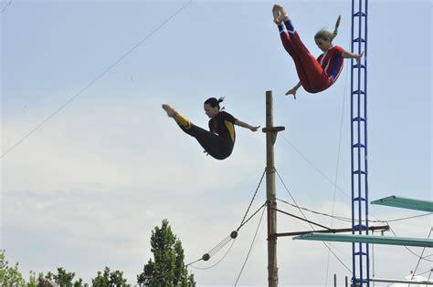 dive shows agenten und spione bei high dive show acrosplash