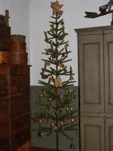 love this primitive tree primitive colonial christmas