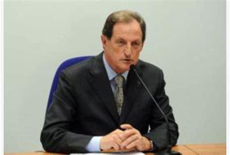 mantovani regione lombardia mantovani torna in consiglio lombardia tiscali notizie