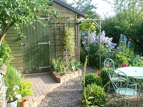 Small Cottage Gardens by Small Back Garden Cottage Style Gardening