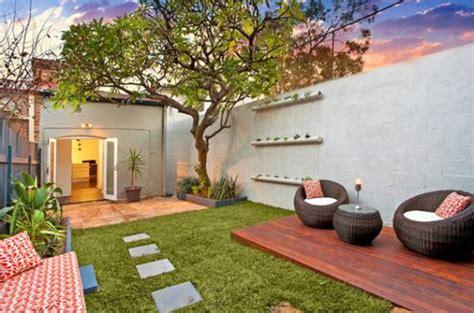 Urban small courtyard decking ideas   Backyard Design Ideas