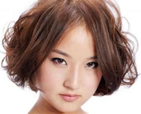 potongan rambut pria bentuk wajah bulat model rambut